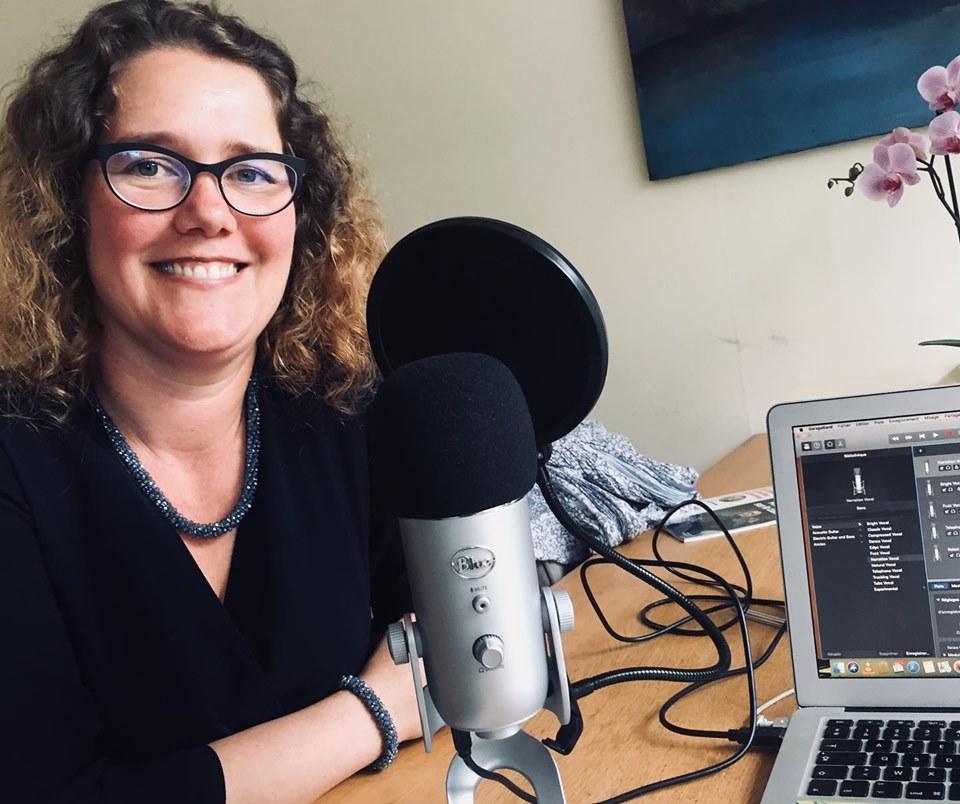 Podcast La Plume animé par l'auteure et coach Emmanuelle Jappert avec Laure Manel