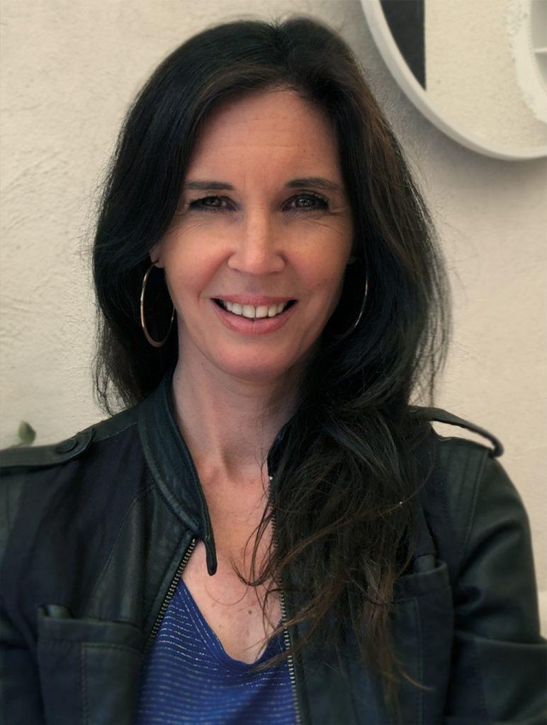 Emmanuelle Jappert coach littéraire Angers et Paris riche d'un parcours littéraire fort vous aide dans tous vos projets d'écriture et de création de livre